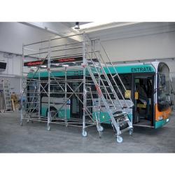 Platforma, rusztowanie, schody do obsługi autobusów